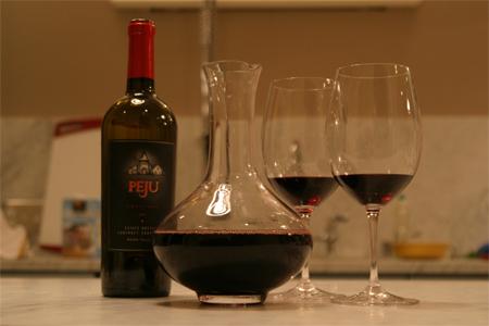 quand faut il carafer ou d canter un vin. Black Bedroom Furniture Sets. Home Design Ideas
